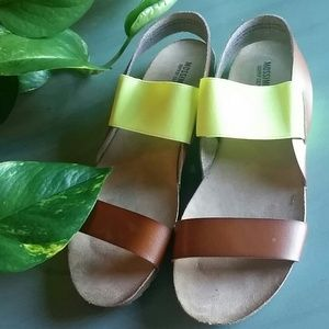 NWNT MOSSIMO 10 SANDALS